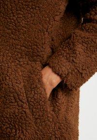 ONLY - ONLAURELIA SHERPA COAT - Zimní kabát - potting soil - 5