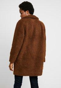 ONLY - ONLAURELIA SHERPA COAT - Zimní kabát - potting soil - 2