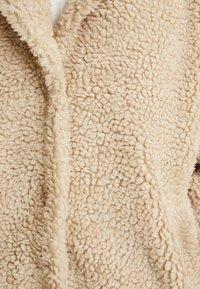 ONLY - ONLAURELIA SHERPA COAT - Płaszcz zimowy - cuban sand - 5