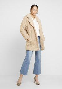 ONLY - ONLAURELIA SHERPA COAT - Płaszcz zimowy - cuban sand - 1