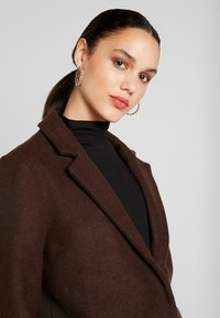 ONLY - ONLMICHELLE BONDED COAT - Manteau court - shaved chocolate/solid - 5