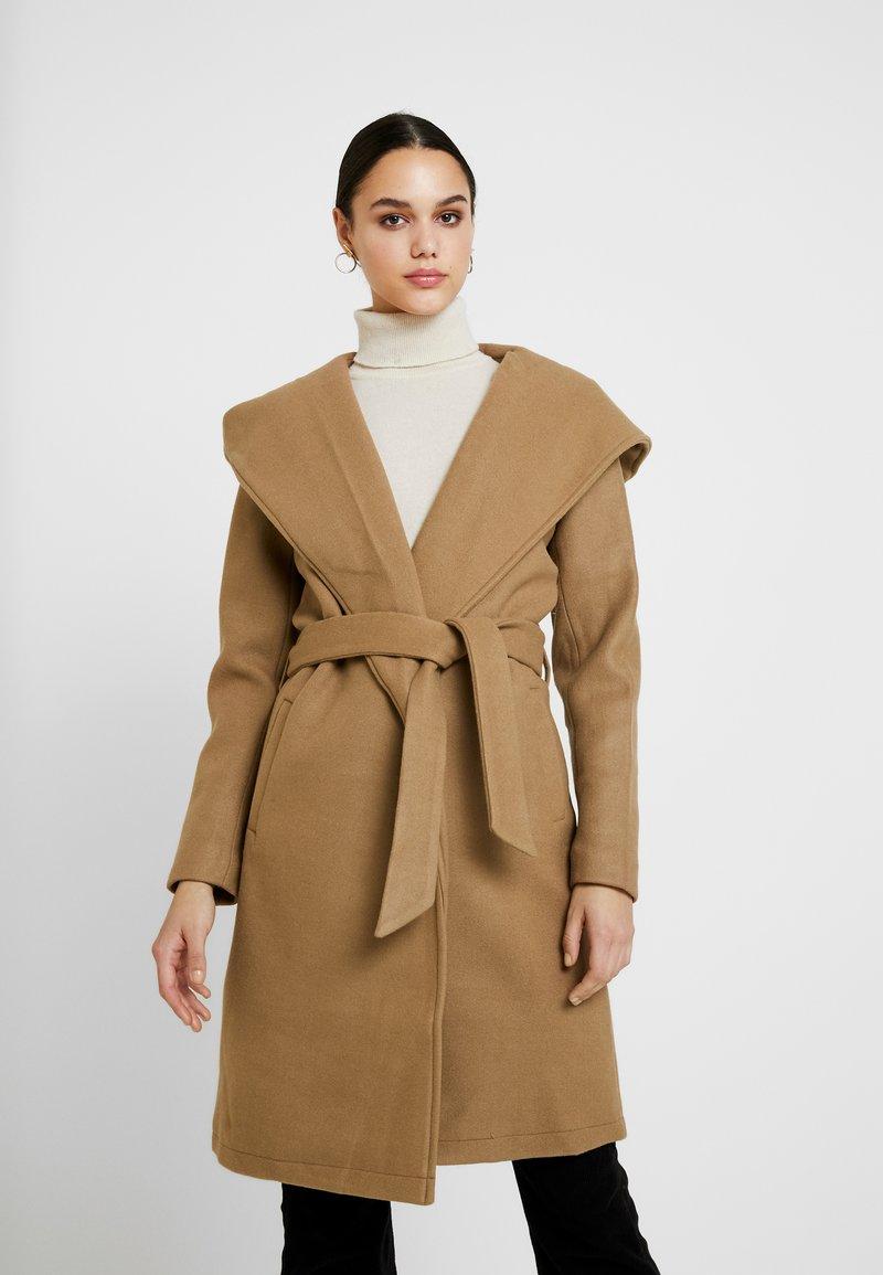 ONLY - ONLRILEY COAT - Zimní kabát - camel