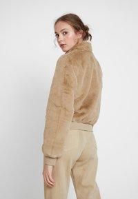 ONLY - ONLAURA BOMBER  - Zimní bunda - beige - 2