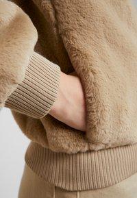 ONLY - ONLAURA BOMBER  - Zimní bunda - beige - 5
