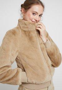 ONLY - ONLAURA BOMBER  - Zimní bunda - beige - 3
