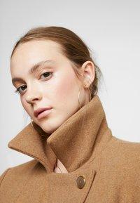 ONLY - ONLNAYLA RIANNA COAT - Zimní kabát - camel/melange - 4