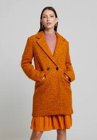 ONLY - ONLALLY  - Krátký kabát - pumpkin spice/melange - 0