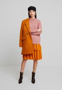 ONLY - ONLALLY  - Krátký kabát - pumpkin spice/melange - 1