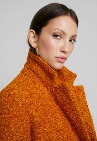 ONLY - ONLALLY  - Krátký kabát - pumpkin spice/melange - 3