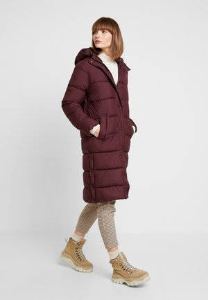 ONLCAMMIE LONG QUILTED COAT - Vinterkappa /-rock - port royale