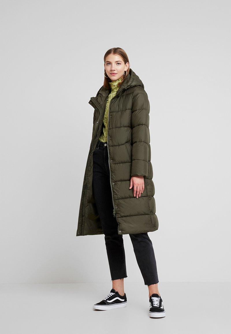 ONLY - ONLCAMMIE LONG QUILTED COAT - Vinterkåpe / -frakk - forest night