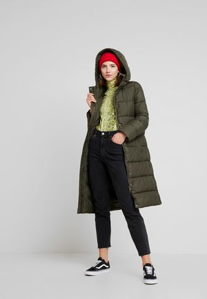 ONLCAMMIE LONG QUILTED COAT - Vinterkåpe / -frakk - forest night