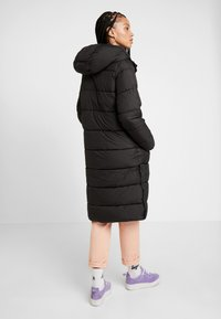 ONLY - ONLCAMMIE LONG QUILTED COAT - Winterjas - black - 2