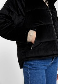 ONLY - ONLNEW PAULA OVERSIZED - Zimní bunda - black - 5