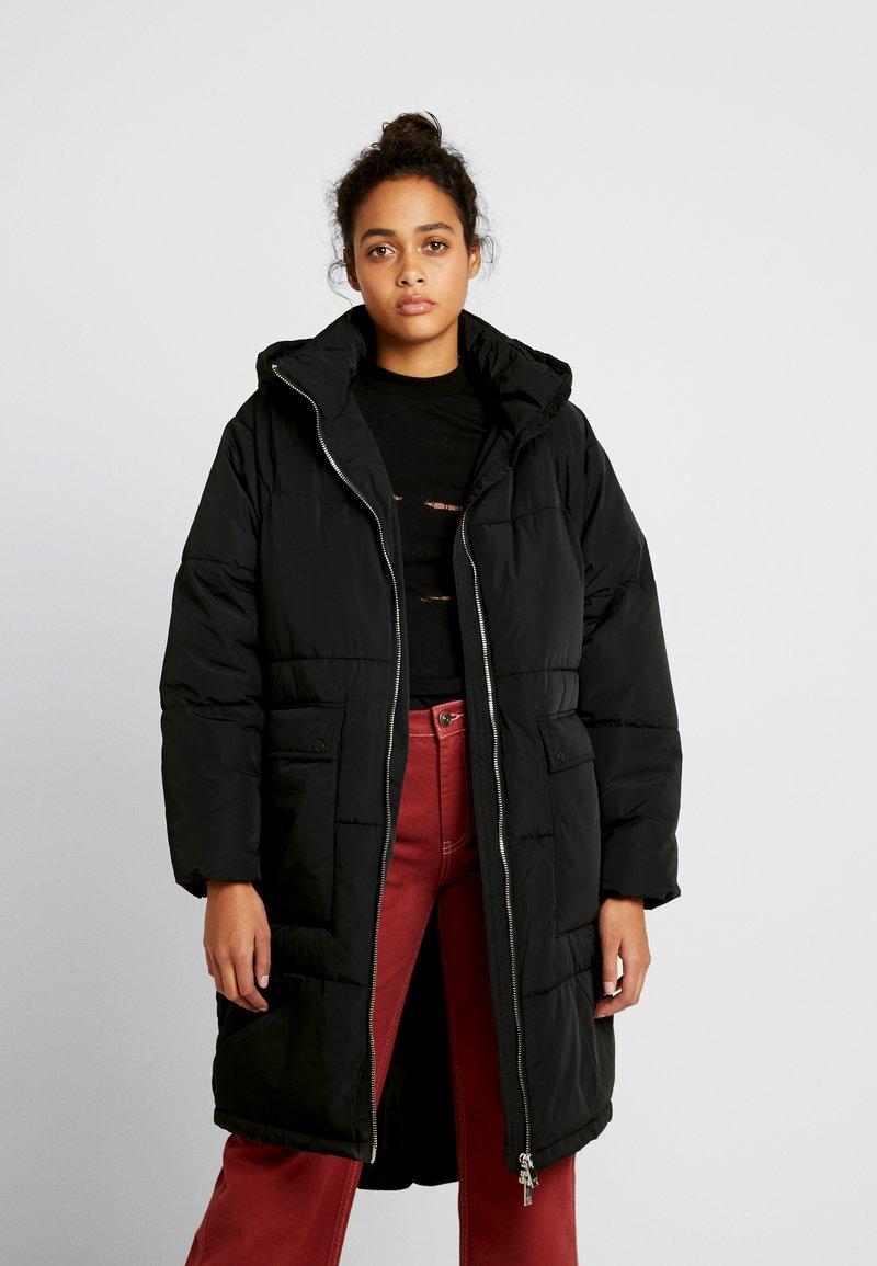 ONLY - ONLGABI OVERSIZED LONG COAT - Vinterkåpe / -frakk - black
