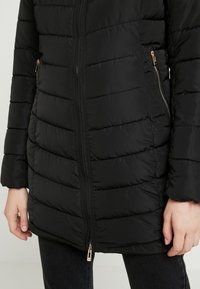 ONLY - ONLELLAN QUILTED HOOD - Krátký kabát - black - 6