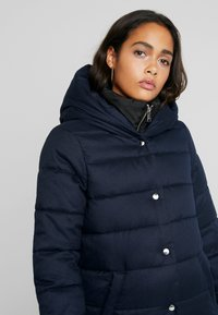 ONLY - ONLVIKKI QUILTED COAT - Zimní kabát - night sky - 3