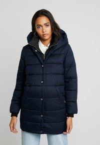 ONLY - ONLVIKKI QUILTED COAT - Zimní kabát - night sky - 0