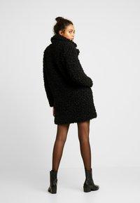 ONLY - ONLCAMILLA SHEARLING COAT - Zimní kabát - black - 2