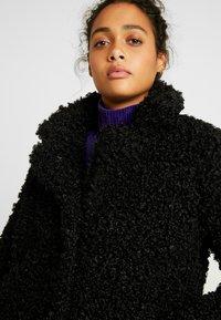 ONLY - ONLCAMILLA SHEARLING COAT - Zimní kabát - black - 5