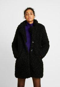 ONLY - ONLCAMILLA SHEARLING COAT - Zimní kabát - black - 0