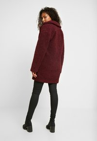 ONLY - ONLALMA TEDDY COAT - Krátký kabát - windsor wine - 2