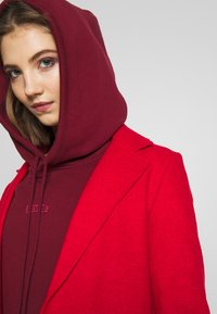 ONLY - ONLAMINA COAT - Classic coat - fiery red - 4