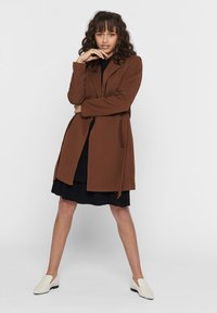 ONLY - MANTEL GESTREIFTER, DRAPIERTER - Trench - toffee - 1