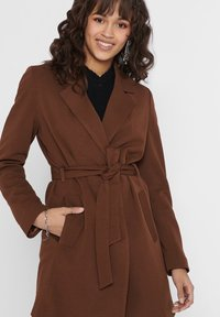 ONLY - MANTEL GESTREIFTER, DRAPIERTER - Trench - toffee - 3