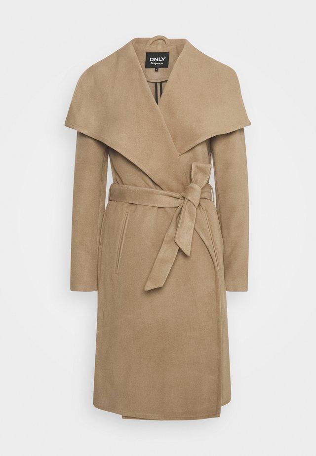 ONLNEWPHOEBE DRAPY COAT - Zimní kabát - camel