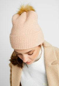 ONLY - Bonnet - misty rose - 1