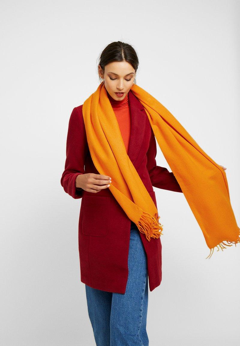ONLY - ONLANNALI WEAVED SCARF  - Sjaal - golden yellow