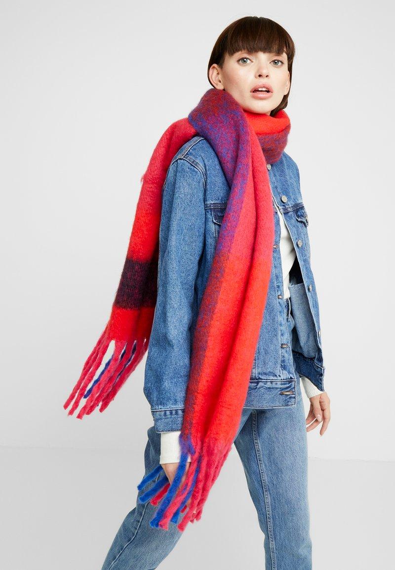 ONLY - ONLAZOR HEAVY FRINGE SCARF - Scarf - virtual pink/fiery red