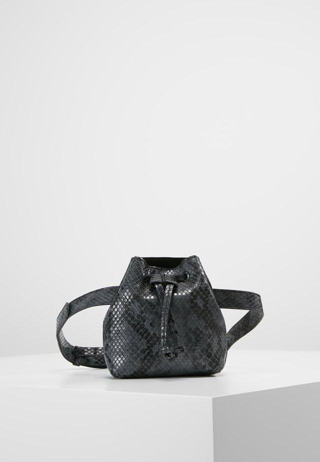 ONLBELL SNAKE BELT BAG - Riñonera - black