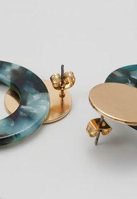 ONLY - ONLZANKA ROUND EARRINGS  - Oorbellen - gold-coloured/green - 2