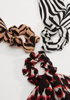 ONLY - ONLBRITT SCRUNHIES 3-PACK BOW HAIR - Haar-Styling-Accessoires - black/red