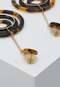 ONLY - ONLRIKA EARRING - Øredobber - gold-coloured/brown - 2