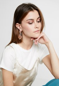 ONLY - Earrings - cameo brown - 1