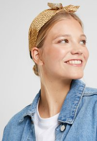 ONLY - Hair Styling Accessory - golden yellow/black - 1
