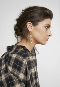 ONLY - ONLKABRINA EARRING - Korvakorut - gold-coloured/yellow - 1
