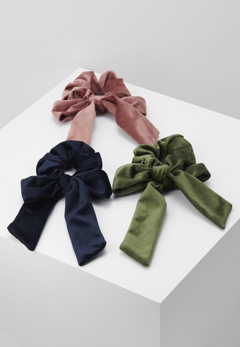 ONLY - ONLBRITT 3-PACK VELVET BOW SCRUNCHI - Hair styling accessory - blush/night sky/kalamata