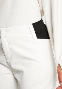 O'Neill - BLESSED PANTS - Pantalón de nieve - powder white - 5