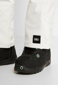O'Neill - BLESSED PANTS - Pantalon de ski - powder white - 3