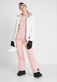 O'Neill - STAR - Pantalon de ski - bridal rose - 1