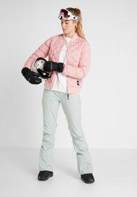 O'Neill - TECH WELD INSULATOR JACKET - Snowboard jacket - bridal rose - 1