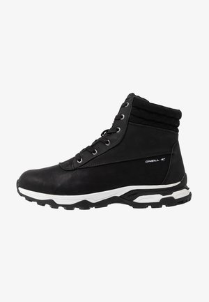 BAKE - Snowboot/Winterstiefel - black