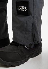 O'Neill - QUARTZITE PANTS - Zimní kalhoty - asphalt - 3