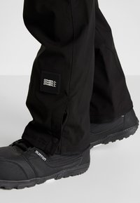 O'Neill - HAMMER SLIM PANTS - Pantalon de ski - black out - 6