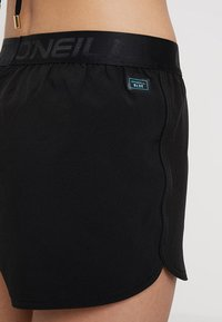 O'Neill - BEACH HYBRID SHORTS - Shorts da mare - black out - 4