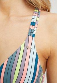 O'Neill - WAVE MIX - Bikini top - green/pink/purple - 4